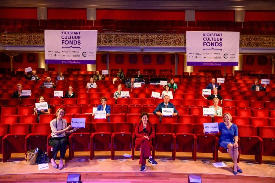 Het Kickstart Cultuurfonds biedt financiële ondersteuning aan theater- en concertzalen, professionele producenten van podiumkunsten en musea om aanpassingen aan de 1,5 metersamenleving door te kunnen voeren. Het Kickstart Cultuurfonds is een tijdelijk fonds en heeft ruim 16 miljoen euro beschikbaar. Je kunt je tot 10 juli a.s. oriënteren op het indienen van een aanvraag. Lees of je in aanmerking kot voor een aanvraag en hoe je een aanvraag kunt indienen.