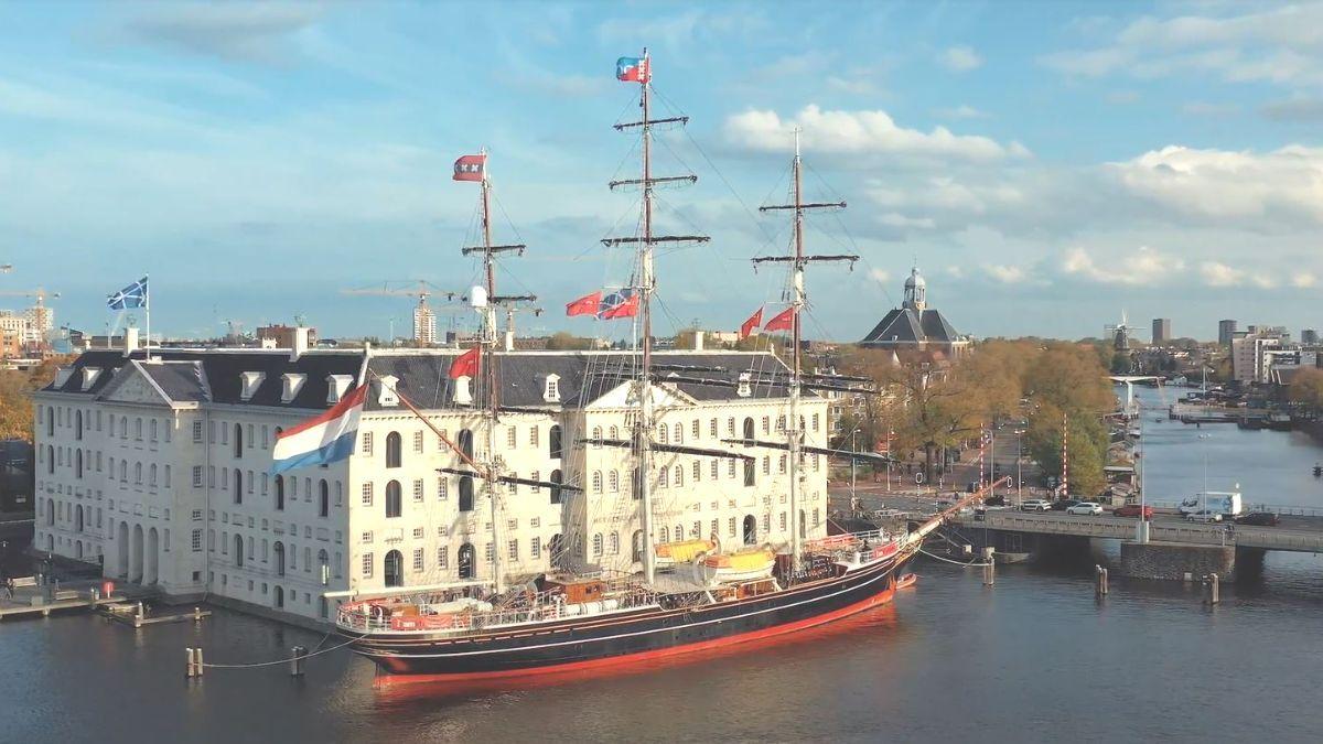 Van september tot en met maart zal de prachtige Clipper Stad Amsterdam bij Het Scheepvaartmuseum afmeren en te bezoeken zijn.