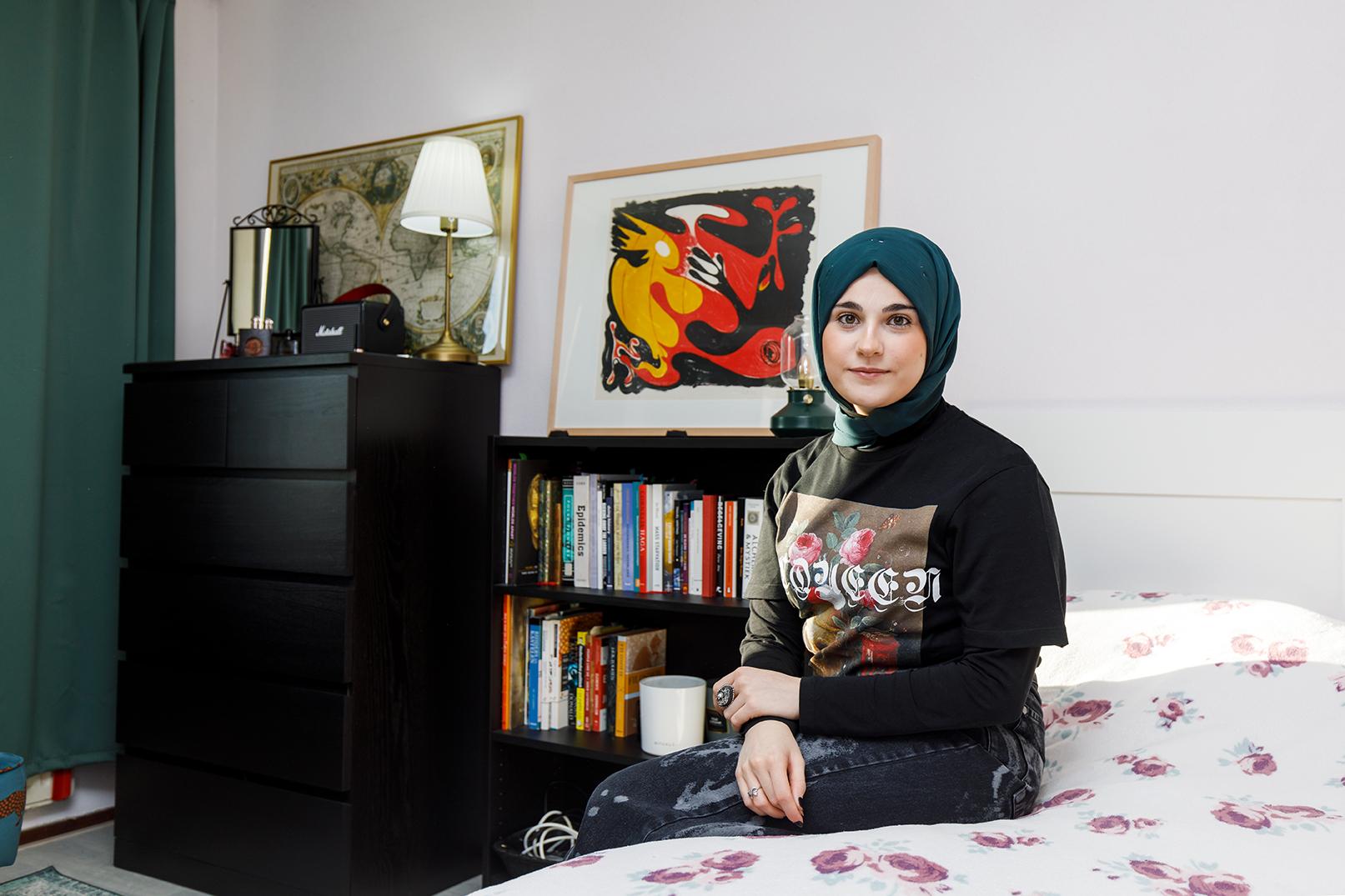 Süeda Işık bij haar Kunstlogé. Fotografie: Aad Hoogendoorn